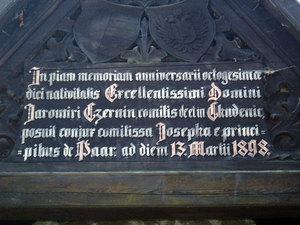 Detail nápisu na kapličce vEvženově údolí (Jemčina)