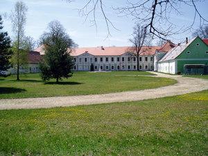 Jemčinský zámek