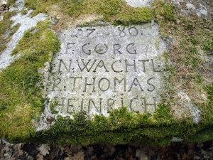 Pomník 1. výsevu modřínu na Jindřichohradecku-detail nápisu (rok 1780)